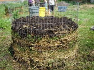 Компостная яма из сетки